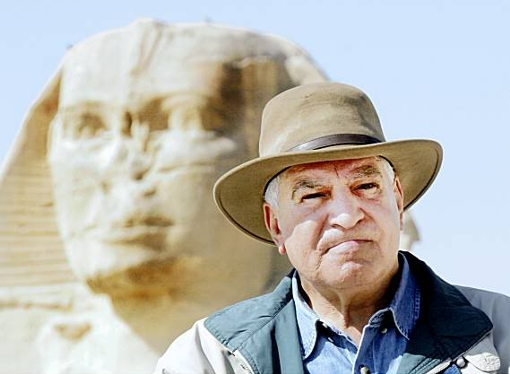 Zahi Hawass retratado por Amr Nabil (Associated Press)